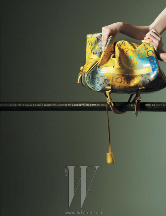 리처드 프린스와 작업한 모노그램 백은 Louis Vuitton 제품.