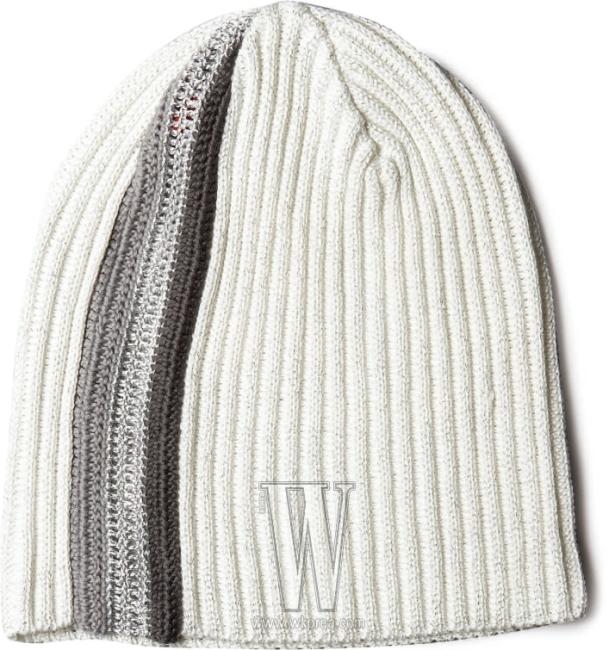 투 톤의 회색 줄무늬가 스포티한 비니는 A6 제품. 5만9천원.