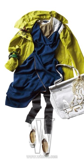 하얀 저지 티셔츠와 베이지 탱크톱은 랄프로렌 블루라벨 제품. 각 12만5천원, 7만5천원. 파란 실크 원피스와 가방에 장식한 진주 목걸이는 비비안 웨스트우드 제품. 각 1백26만원, 1백75만원. 민트 옐로 색상의 스프링 코트는 타임 제품. 69만5천원. 팔찌로 활용한 페이턴트 벨트는 시스템 제품. 가격 미정. 꽃 모양의 브로치는 마르니 제품. 59만원. 비닐과 캔버스 소재로 이뤄진 화이트 숄더백은 드리스 반 노튼 제품. 1백25만원. 회색 레깅스는 모그 제품. 4만5천원. 레이스 소재 플랫 슈즈는 시스템 제품. 20만5천원. ※모두 신세계 강남점에서 판매
