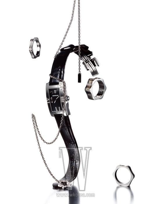 왼쪽 위부터 시계 방향으로|화이트 스타 실루엣을 모티프로 한 4810 컬렉션의 반지, 화이트 골드 체인과 다이아몬드로 이루어진 목걸이, 검정 악어가죽 스트랩과 블랙 다이얼, 몽블랑 컷 다이아몬드가 세팅된 프로파일 레이디 엘레강스 다이아몬드 워치, 4810 컬렉션의 다이아몬드 반지 두 개는 모두 몽블랑 제품.