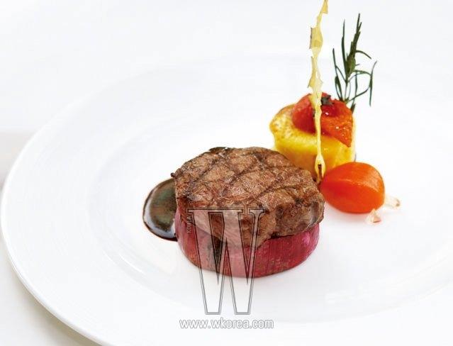 세미 뷔페로 맛보는 브런치도 몹시 탐나지만, 사실 모딜리아니는 정통 이탤리언 요리를 맛볼 수 있는 디너에 더 강하다. 안심 스테이크는 고기 좀 씹어봤다 하는 사람들도 고개를 끄덕일 만큼 육질과 풍미가 훌륭하다.