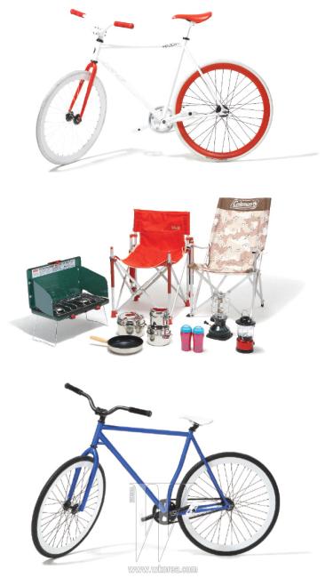 프레임, 타이어, 바퀴 등의 부품을 취향에 맞게 조립해 패션너블하게 즐길 수 있는 픽시 자전거는 스펠바운드 제품. 그릴, 쿠킹 세트, 머그, 램프, 의자 등 다양한 캠핑 용품은 콜맨 제품.