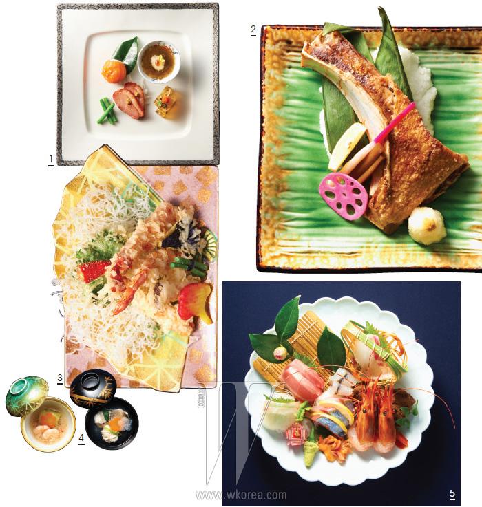 1. 복어껍질젤리와 일본 오키나와에서 공수한 모즈크스 해초를 이용해 만든 에피타이저. 2. 참치 턱살 구이. 3. 겨자잎, 가지, 고구마, 그린빈, 새우, 대게, 새송이 모둠 튀김. 4. 은 대구 맑은탕과 게살을 곁들인 닭고기 양배추찜. 5. 보탄새우, 줄전갱이, 참치뱃살 등으로 이루어진 사시미.