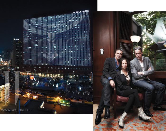 1. 서울역 앞 서울 스퀘어 건물에서 SFE 영상을 상영하고 있다. 2. 왼쪽부터 패션 사진가 출신의 듀오 미디어 아티스트 제프 만제티 & 쥘리안 로즈, 그리고 SFE의 창립자이자 역시 영상 아티스트인 마르쿠스 크라이스.