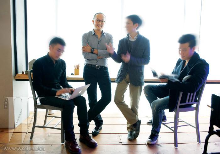 왼쪽부터 | JOH의 미디어 디렉터 최태혁 대표 조수용, 브랜딩 디렉터 김형우, 건축 디렉터 박상준.