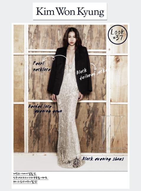 클래식한 디자인의 검은색 테일러드 재킷은 Hermes, 반짝이는 비즈 장식을 더한 레이스 소재 이브닝드레스는 Ralph Lauren Collection, 진주 목걸이는 Chanel 제품.