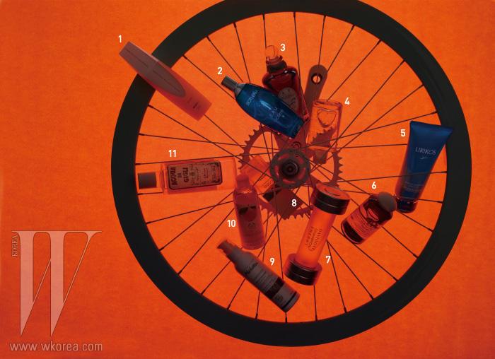 소품으로 사용된 H+SON 자전거 바퀴는 22만4천원, EIGHTENCH 크랭크는 15만5천원. 모두 Spellbound 제품.