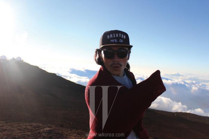 """""""마우이 섬에서 가장 높은 할레아칼라(Haleakala) 산.세계 최대의 휴화산이죠. 구름이 깔린 섬 전체가내려다보이는 이 정상에서 스티브와 함께일몰을 바라보며 새해 소망을 빌었어요. 뭘 빌었냐고요?일단 너무 많아서 비밀!"""""""