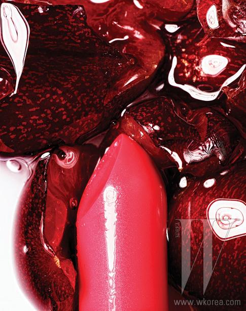 MAC 미네랄라이즈리치 립스틱 스트라이킹리 패뷸러스시즌 트렌드인 볼드 립을완성해줄 핫 핑크컬러 립스틱. 3만2천원.