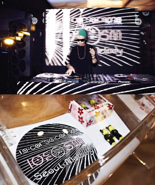 1. DJ 진보의 디제잉으로 10 꼬르소 꼬모 에비뉴엘 서울의 5주년 기념 파티가 시작되었다.2. 동방신기를 캐릭터화한 베어브릭X동방신기 협업 제품. 앙증맞은 형태와 수트 차림이 매력적이다.