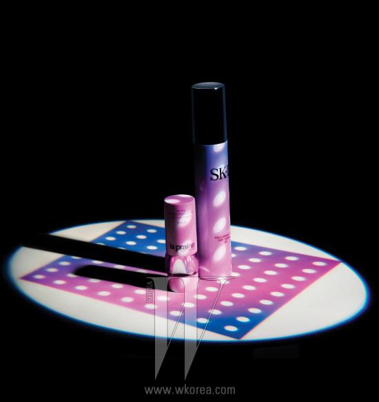 1. LA PRAIRIE 울트라 프로텍션스틱 아이·립·노우즈 SPF40레드 알게인 성분이 자외선으로 인한 피부 손상을예방해주는 스틱 타입의 자외선 차단제. 10g, 9만2천원.2. SK-II 셀루미네이션 데이 서지 UV자외선 차단은 기본이고, 화이트닝과보습 기능까지 더한 에멀션. 50g, 11만원대.