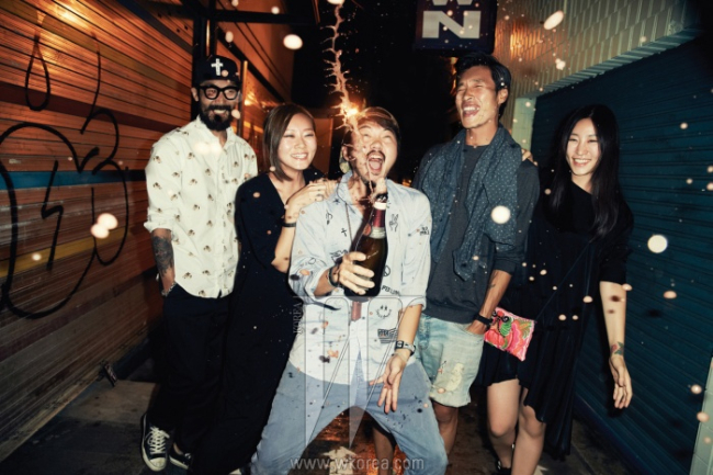 왼쪽부터 | 곽동렬(인디케이트 팀장), 이혜미(쟈뎅드슈에뜨 디자이너), 박지원(엘리펀트 디자인컴퍼니 디렉터), 임병섭(DJ), 황인아(럭키슈에뜨 VMD).