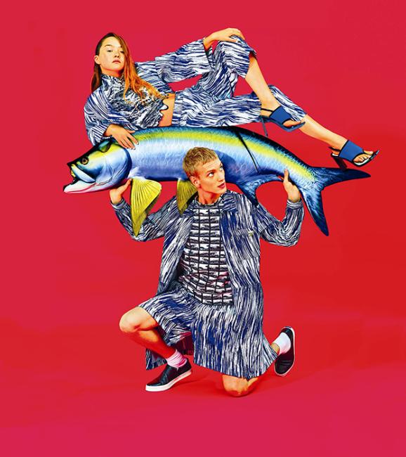 데본 아오키와 폴 보쉬가 함께한 겐조의 2014 S/S 광고 캠페인.