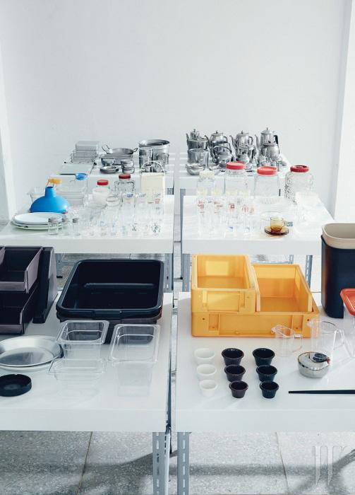 디자인이 우수하고 실용적이기까지한 업무용 중고 제품도 디&디파트먼트 서울에서 판매된다.