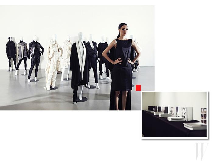 디자이너 박춘무의 첫 번째 플래그십 스토어 '스페이스 무'의 지하에 마련한 무 갤러리. 그곳에 25년간의 박춘무 아카이브를 전시했다. 마네킹에 디자이너 박춘무가 선별한 각 시즌의 시그너처 의상을 입혔다.