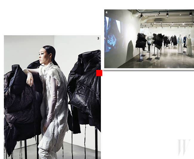 3. 25주년 아카이브 전시회장 전경.4. 모델 장수임이 입고 있는 화이트 니트 드레스는 2008 F/W 시즌 작품.