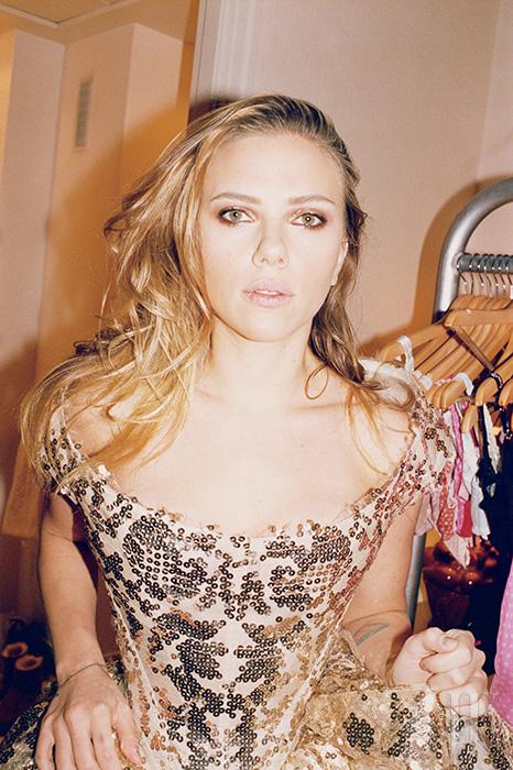 드레스는 Vivienne Westwood Couture 제품.