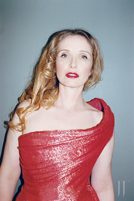 드레스는 Vivienne Westwood Gold Label.