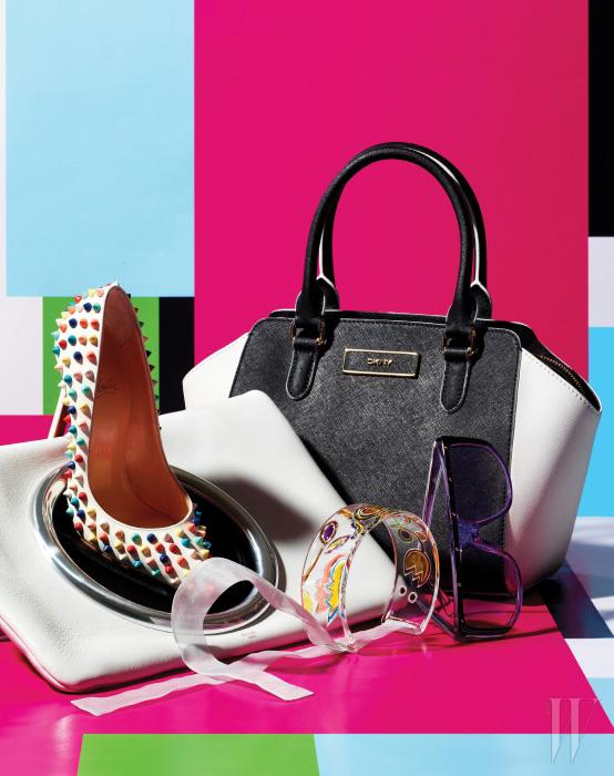 원형의 메탈 장식이 돋보이는 가죽 클러치는 Celine, 다채로운 색상의 스터드 장식이 눈에 띄는 스파이크 펌프스는 Christian Louboutin, 흑백의 컬러 블록이 미니멀한 토트백은 DKNY, 투명한 보랏빛 프레임의 선글라스는 Gucci by Safilo Korea, 꽃을 모티프로 한 아티스틱한 목걸이는 MiuMiu 제품.