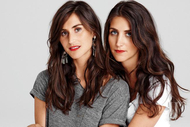 쌍둥이처럼 닮은 데니죠의 디자이너 듀오 다니엘&조디.
