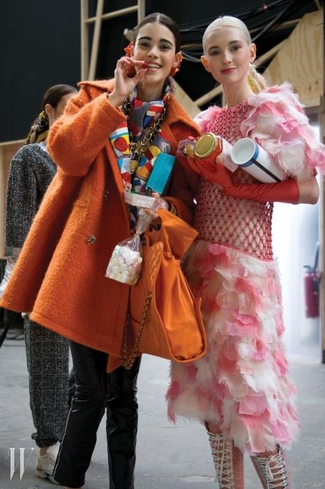쇼가 끝난 뒤 자유롭게 쇼핑을 만끽한 샤넬의 모델들.