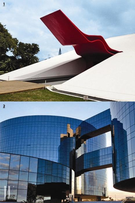 1. 오스카르 니에메예르가 설계한 상파울루의 이비라푸에라 오디토리움(2005).2. 수도 브라질리아에 위치한 법무장관 사무실(2002).