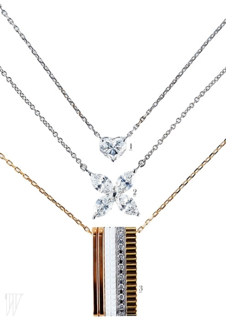 1. 플래티넘에 하트 컷의 0.5캐럿 다이아몬드가 세팅된 펜던트 목걸이는 드비어스 제품. 가격 미정.2. 꽃잎을 이루는 마르퀴즈 컷 다이아몬드가 빛을 발하는 빅토리아 컬렉션 목걸이는 티파니 제품. 1천만원대.3. 옐로와 핑크 골드, 화이트 세라믹, 그리고 다이아몬드가 파베 세팅된 화이트 골드를 결합한 바 형태의 콰트르 화이트 렉텡큘러 펜던트 목걸이는 부쉐론 제품. 9백만원대.