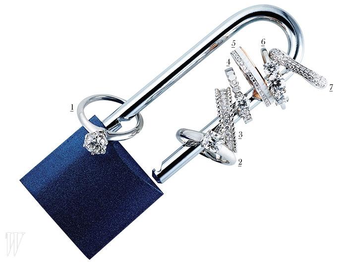 1. 세계 최초로 밴드와 다이아몬드를 분리한 디자인을 선보인 티파니 세팅 링은 티파니 제품. 가격 미정.2. 독특한 루시다 컷의 다이아몬드로 이루어진 루시다 링은 티파니 제품. 가격 미정. 3. 다이아몬드가 파베 세팅된 플래티넘 소재의 에스텔 웨딩 밴드링은 반 클리프&아펠 제품. 1천1백만원대. 4. 벌집 모양의 육각 모티프가 돋보이는 비 마이 러브 컬렉션은 쇼메 제품. 5백만원대. 5. 화이트 세라믹과 핑크 골드가 조화를 이루는 콰트르 화이트 다이아몬드 웨딩 밴드는 부쉐론 제품. 5백만원대. 6. 브릴리언트 컷 다이아몬드 세 개가 나란히 세팅된 DB 쓰리스톤 링은 드비어스 제품. 가격 미정. 7. 곡선미의 사각 밴드가 특징인 알리앙스 다이아몬드 링은 프레드 제품. 4백20만원.