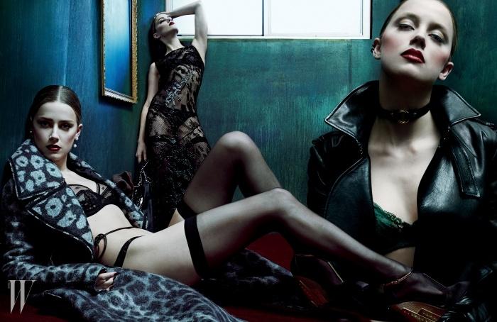 왼쪽부터 | 회색 레오퍼드 패턴 코트와 얇은 가죽 소재 벨트는 Céline, 검은색 브라는 La Perla,브리프는 Deborah Marquit, 오른쪽 귀에 착용한 귀고리는 Mikimoto, 왼쪽 귀에 착용한 독특한 디자인의 진주 귀고리는 Ana Khouri, 웨지힐은 Prada 제품. 검은색 시스루 가운은 Donna Karan New York, 손에 들고 있는 스터드 장식의 재킷은 Saint Laurent by Hedi Slimane,검은색 브라는 Eres, 브리프는 Agent Provocateur, 귀고리는 Lynn Ban 제품. 검은색 가죽 트렌치코트는 Ports 1961, 초록색 레이스 브라는 Deborah Marquit, 귓불에 착용한 작은 귀고리와검은색 링 귀고리는 모두 Repossi 제품. BEAUTY NOTE:La Prairie의 스킨 캐비아 럭스 수플레 보디 크림을 발라 결점 없이 매끈한 피부를 연출했다.