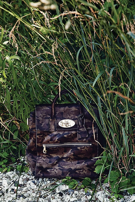 카무플라주 패턴의 송치 백팩은 멀버리 제품. 가격 미정.