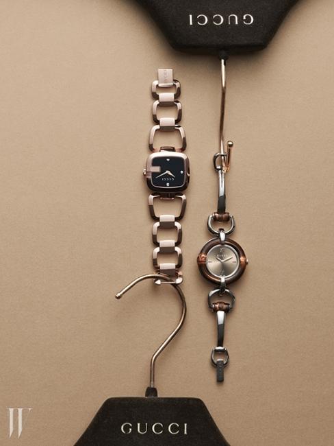 로고를 프레임으로 활용한 골드 스틸 시계는 1백20만원대. 아이코닉한 뱀부 디자인을 차용한 시계는 1백32만원대. 구찌 타임피스&주얼리 제품.