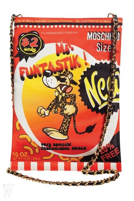 과자 봉지 디자인을 활용한 백은 모스키노 제품. 61만원.