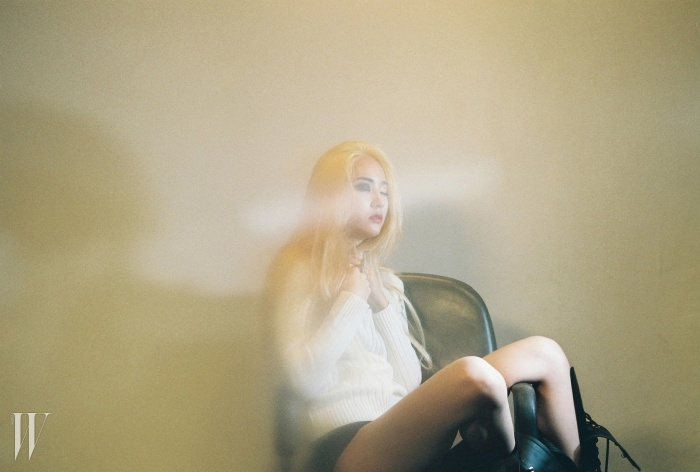 f(x)의 정규 3집 <Red Light>를 위해 촬영한 크리스탈의 이미지.