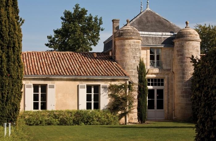 와인을 좋아한다면 여행지로서도 보르도, 메독 지역을 고려할 만하다. 와이너리 투어와 더불어 훌륭한 프랑스 음식을 즐길 수 있으니까. 샤토 랭슈 바주에서 소유한 현대적인 시설의 호텔 코르데이앙 바주에는 미슐랭 투 스타 레스토랑이 있다.