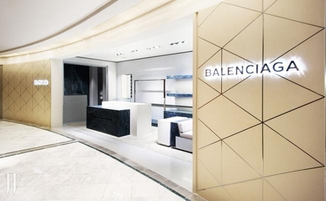 대리석을 주 재료로 사용해 고급스럽고 깔끔한 느낌을 주는 갤러리아 이스트 발렌시아가 매장.