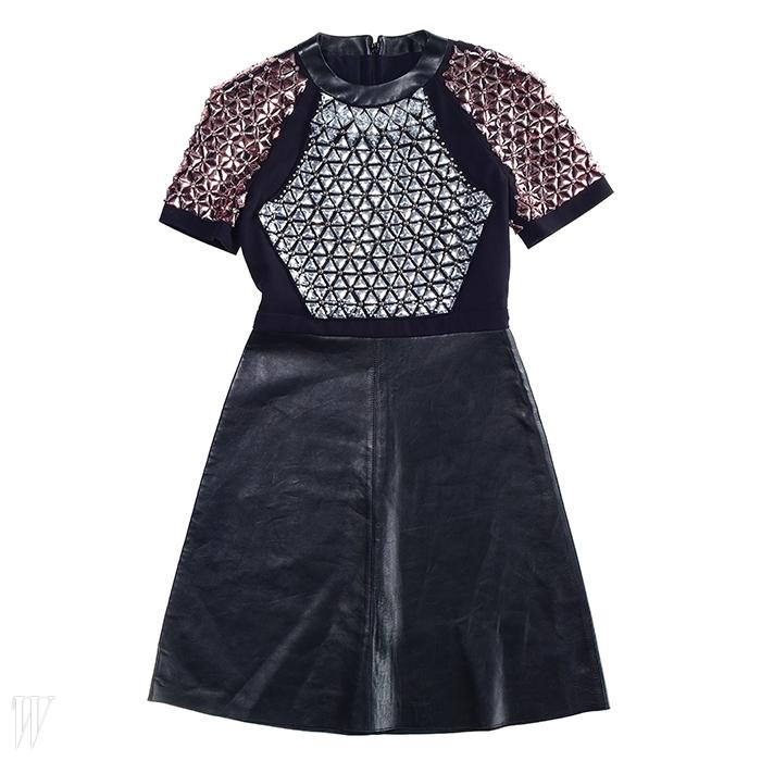 화려한 주얼 장식이 포인트인 가죽 미니 드레스는 구찌 제품. 9백만원대.