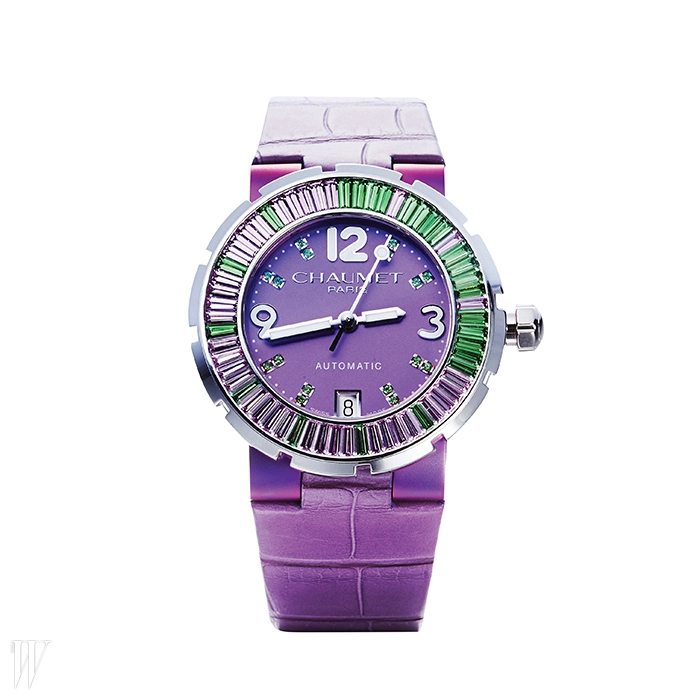 CHAUMET 퍼플 사파이어와 그린 차보라이트가 세팅된 클라스원 퍼플 주얼리 시계. 가격 미정.