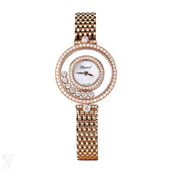 CHOPARD 로즈 골드 케이스 안의 무빙 다이아몬드가 독특한 시계. 4천만원대.