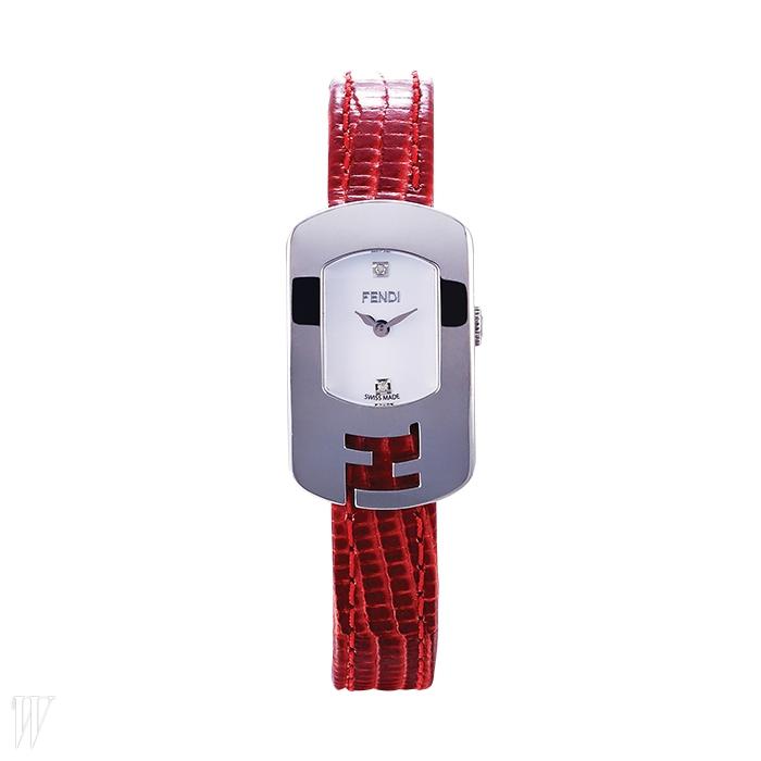 FENDI WATCH BY GALLERYO'CLOCK 메탈 로고 베젤이 특징인 손목시계. 1백6만원대.