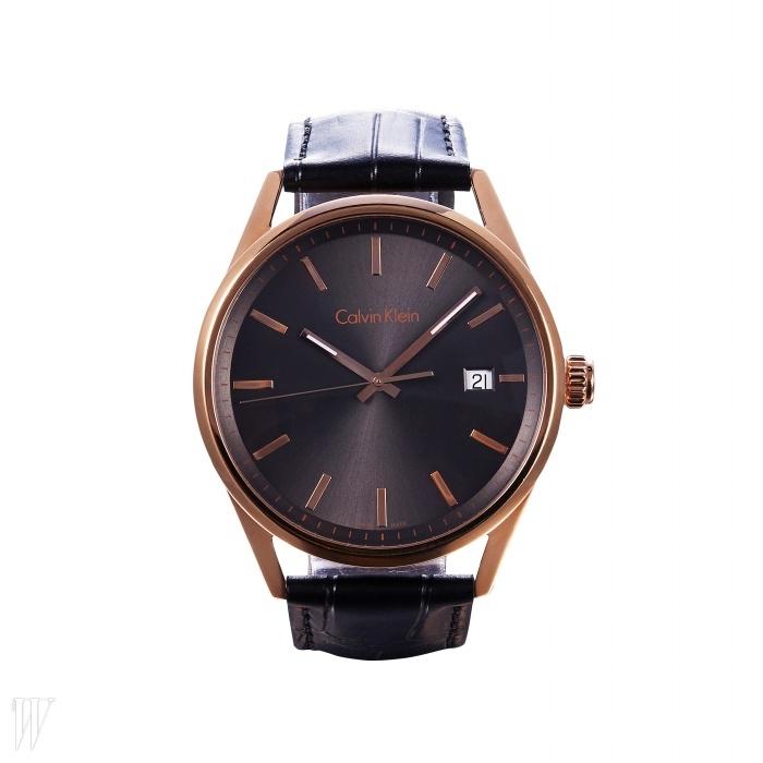 CALVINKLEIN WATCH & JEWELRY 모던한 디자인의 시계. 41만원.