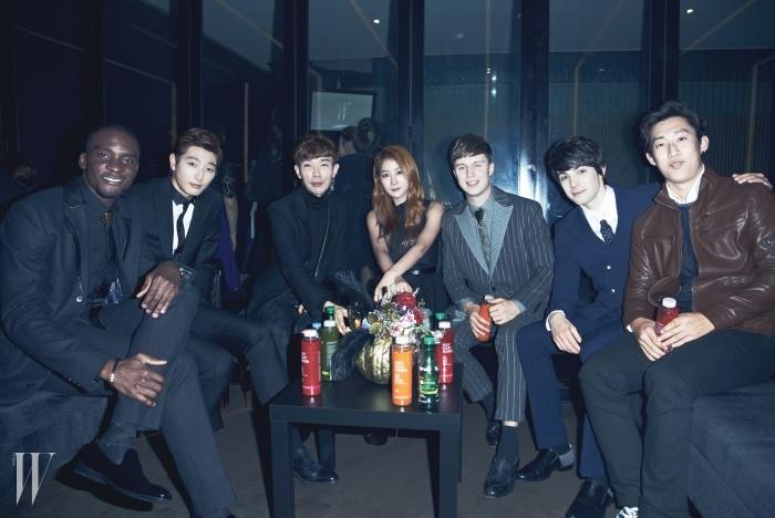 왼쪽부터 샘 오취리, 진운, 최진우,소유, 줄리앙, 로빈.