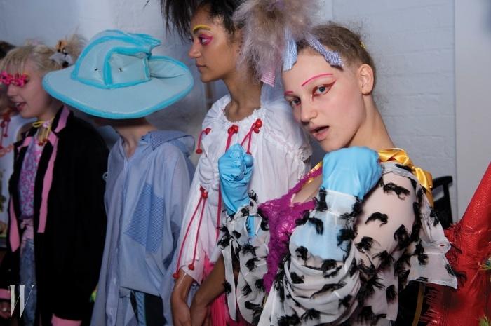 런던 펑크의정수를 보여준미드햄 커츠호프쇼의 일반인 모델들.
