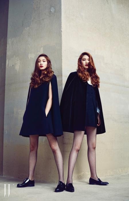 고소현이 입은 케이프형식의 미니 드레스는발렌티노, 레이스업로퍼는 알베르토구아디아니 by라꼴렉시옹, 큼직한귀고리는 루이 비통 제품.김진경이 입은 러플장식의 흰색 셔츠와검은색 미니 드레스,케이프 코트는 생로랑,검은색 로퍼는 바네사브루노 제품.