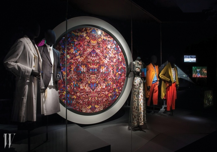 2014년 3월 1일~8월 31일<드리스 반 노튼: Inspirations>파리 장식미술박물관에서 열린 드리스 반 노튼의 전시에서는 여행,예술 작품을 비롯해 역대 컬렉션에 영감을 준 다양한 원천을소개하며 그의 창조적인 미적 세계를 조망했다.
