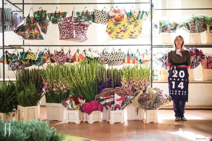 마르니 20주년 콘수엘로 카스틸리오니는20주년을 맞이해 그녀의 딸 칼로리나와 함께 2015S/S 밀라노 패션위크 기간, 지상 최대의 플라워마켓을 열었다.