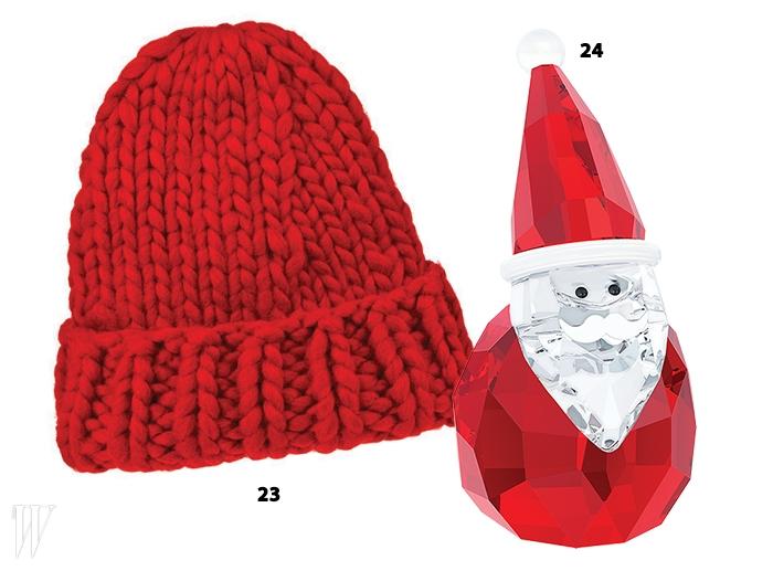 23. 손맛이 느껴지는 빨강 니트 비니는럭키슈에뜨.24. 산타 모양의 크리스털 조각은스와로브스키.