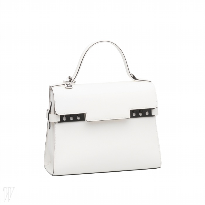 DELVAUX 클래식한 디자인의 하얀색 미니 토트백. 6백50만원.