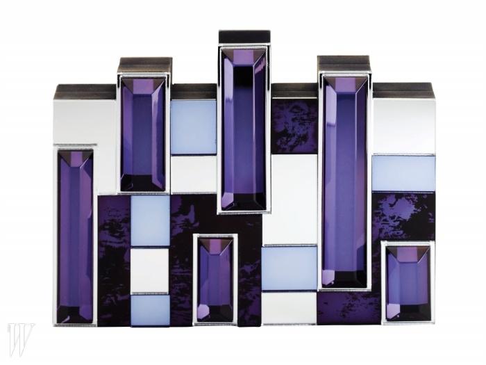 RAUWOLF BY GALLERIA BAG MULTI 구조적인 형태의 크릿털 장식 클러치. 3백50만원.