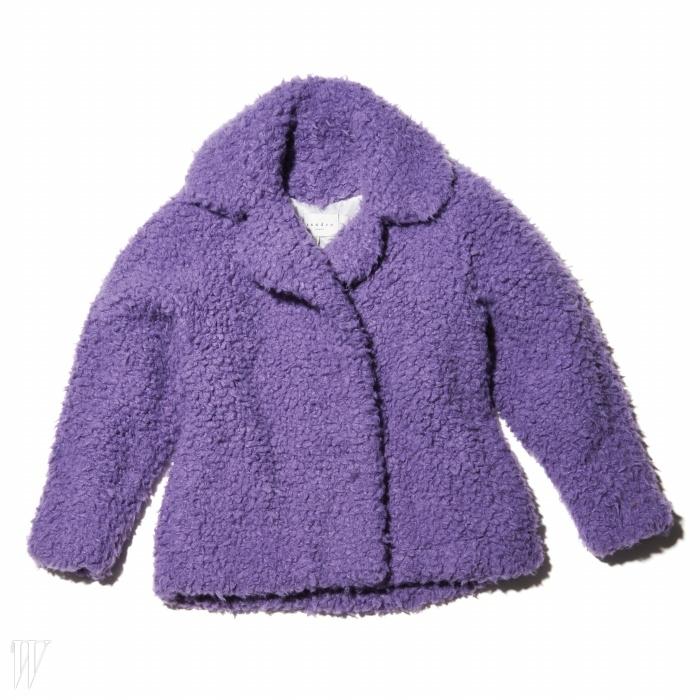 과감한컬러가 돋보이는 코트는 산드로 제품. 80만9천원.