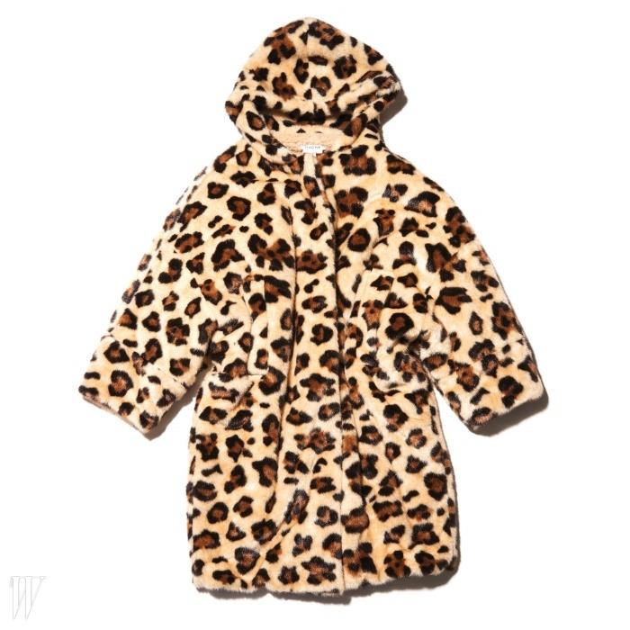 모자 덕분에 관능적인 표범 대신 귀여운아기 고양이가 연상되는 코트는 하쉬 제품. 가격 미정.